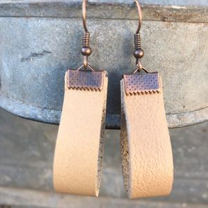 leather earrings latte cream Tabby chic style